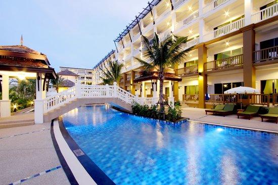 Kata Sea Breeze Resort: Exterior View
