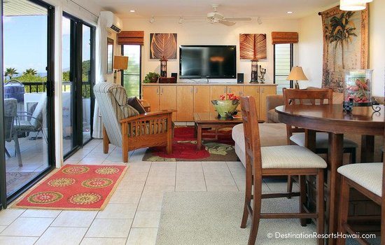 Wailea Ekolu Village Resort: 2BR/OV Living Area
