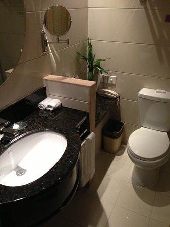 Days Hotel Jindu Fuzhou: toilet