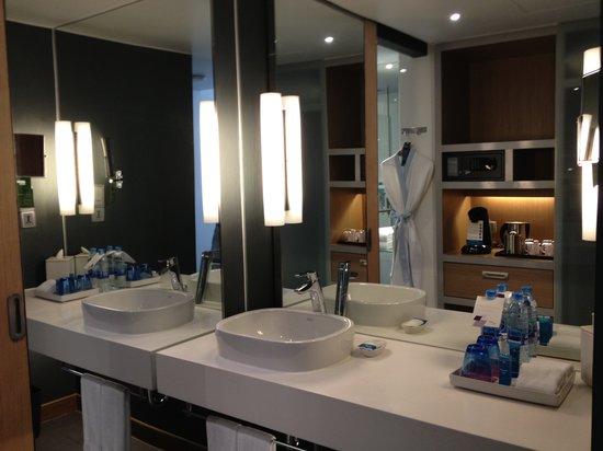 Aloft Bangkok - Sukhumvit 11:                                                       Sink/vanity