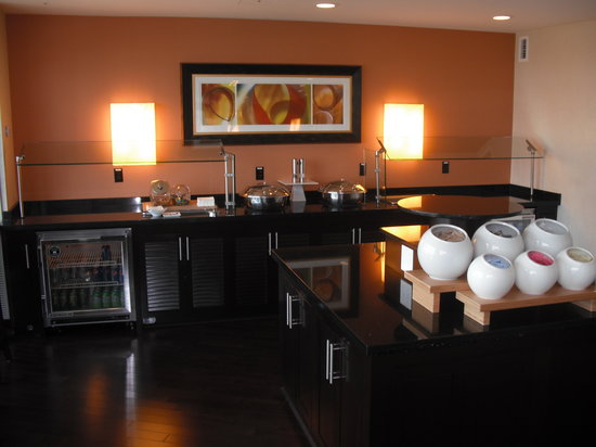 Renaissance Arlington Capital View Hotel: Concierge Lounge 2