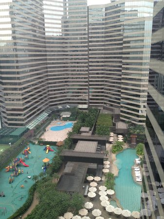 Renaissance Hong Kong Harbour View Hotel: Grounds view
