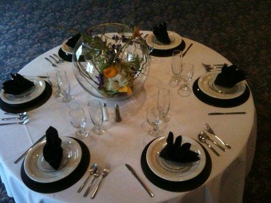 American Inn: Banquet Table