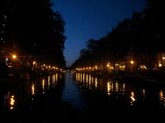 Emperor's Canal (Keizersgracht) :                   Nighttime view