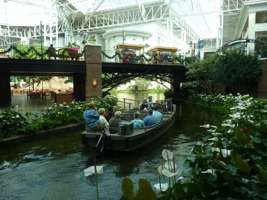 Gaylord Opryland Resort & Convention Center: Boat ride through centre of hotel