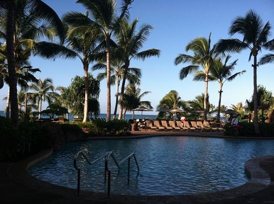 Aulani, a Disney Resort & Spa: morning by the pool