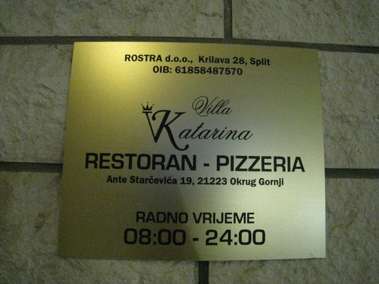 Villa Katarina:                   住所が入っている看板です