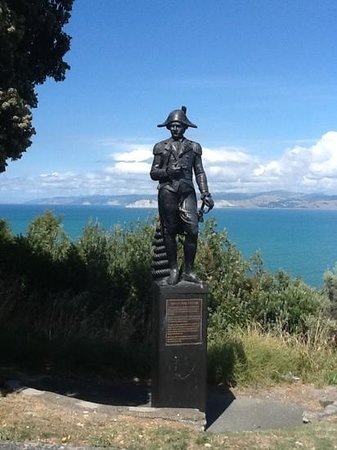 Portside Hotel - Heritage Collection:                   Captain Cook statue overlooking Gisborne