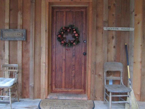 Arbutus Cove Guesthouse:                   The welcoming front door of the cottage