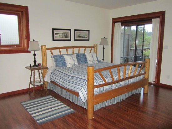 Arbutus Cove Guesthouse:                   The bedroom (and dreamy comfy bed!)