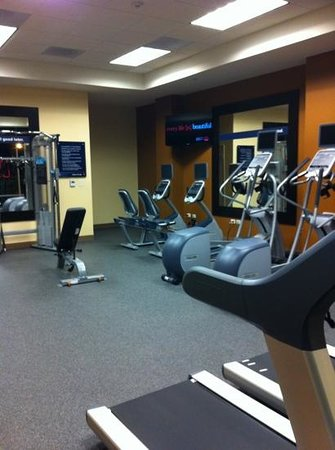 Hampton Inn & Suites Austin at The University/Capitol:                   Gym (they have a clean towel & water station)