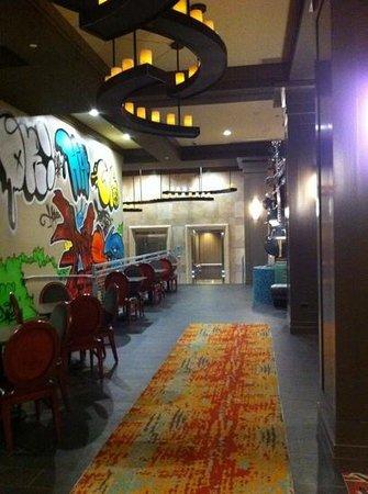 Hampton Inn & Suites Austin at The University/Capitol:                   Lobby & eating area