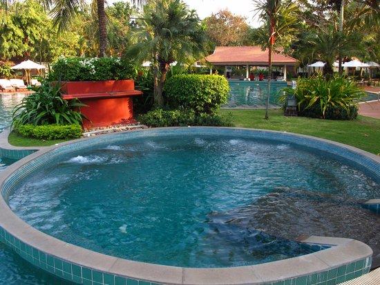 Sofitel Angkor Phokeethra Golf and Spa Resort:                   Jacuzzi