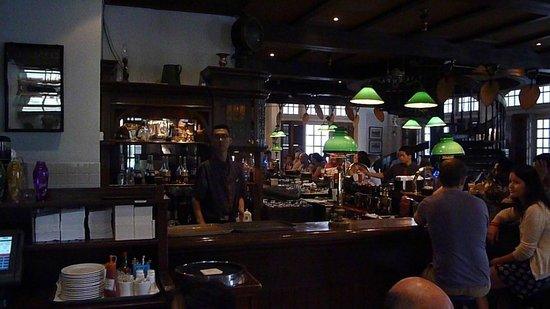 Raffles Hotel Singapore: The Long Bar