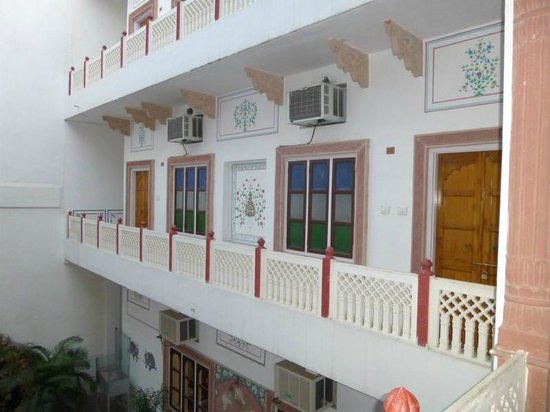 Hotel Mahal Khandela:                                     the room on the left, above the kitchen, quite noisy in the