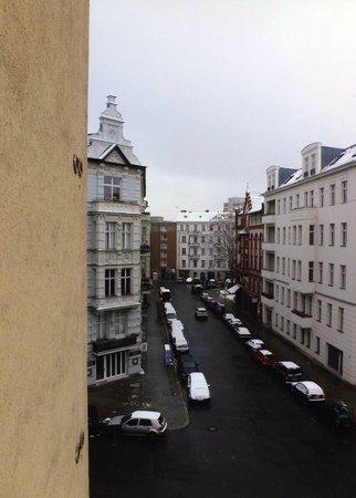 Mercure Hotel Berlin Zentrum :                   Nice area, street view from my 4th floor window