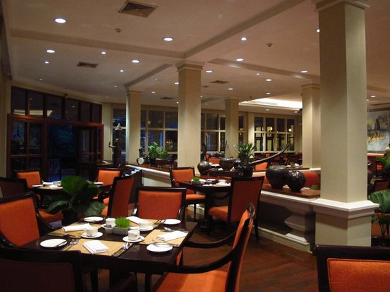 Sofitel Angkor Phokeethra Golf and Spa Resort:                   Cafe
