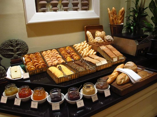 Sofitel Angkor Phokeethra Golf and Spa Resort:                   Bread & pastry counter