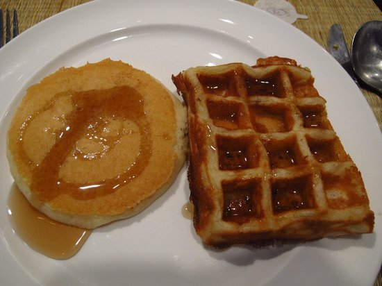 Sofitel Angkor Phokeethra Golf and Spa Resort:                   Pancake & waffle