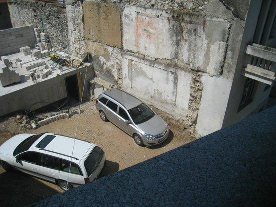 Motel Deny :                   駐車場?