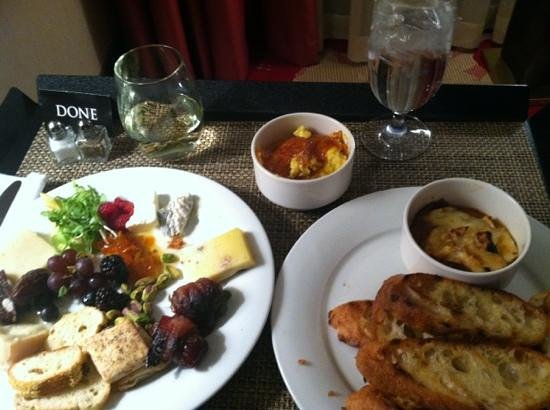 Palomar Chicago, a Kimpton Hotel:                   great room service