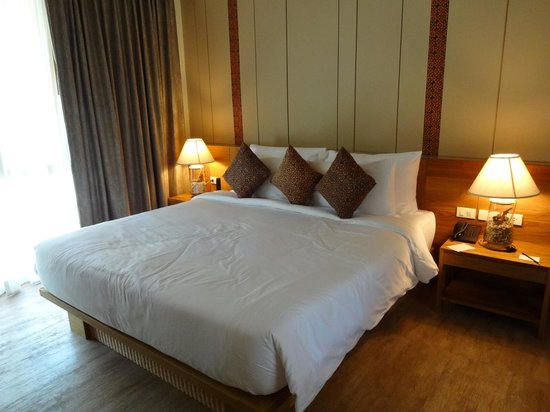 Phi Phi Island Village Beach Resort:                   Our bed