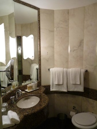 Sofitel Sydney Wentworth: Bathroom