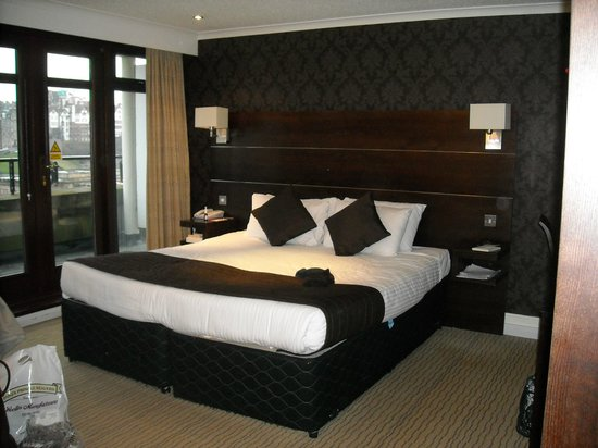 Mercure Edinburgh City - Princes Street Hotel: Superior room 771 with balcony