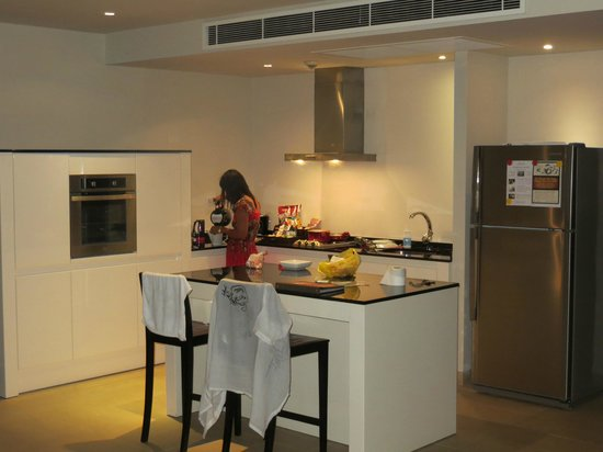 Serenity Resort & Residences Phuket:                   Big kitchen in the suite