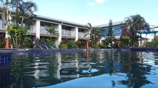 Hotel Millenia:                   Pool area                 