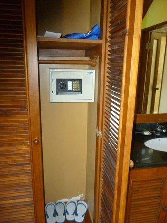 Biyukukung Suites and Spa: Caja de seguridad