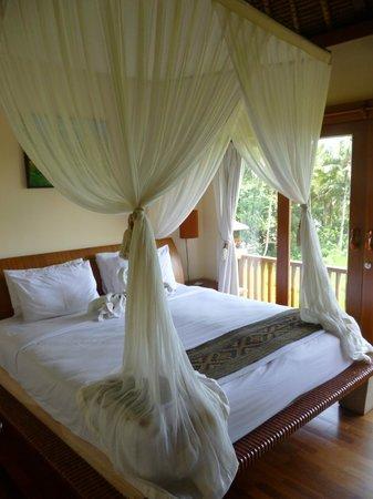 Biyukukung Suites and Spa: Cama con mosquitera