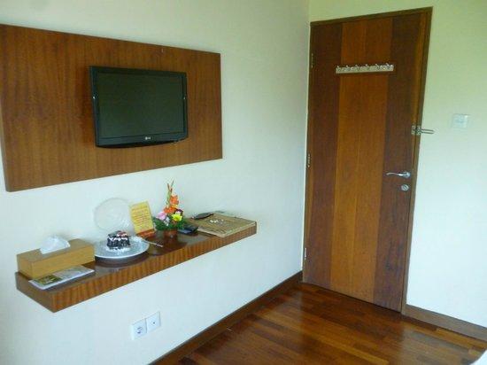 Biyukukung Suites and Spa: television plana