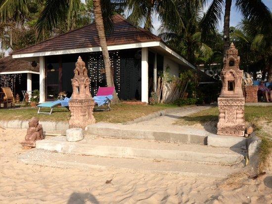 Rajapruek Samui Resort: New Stairs to the beach