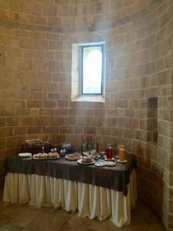 Casale San Nicola Banqueting & Resort:                   l'abside con il buffet del breakfast