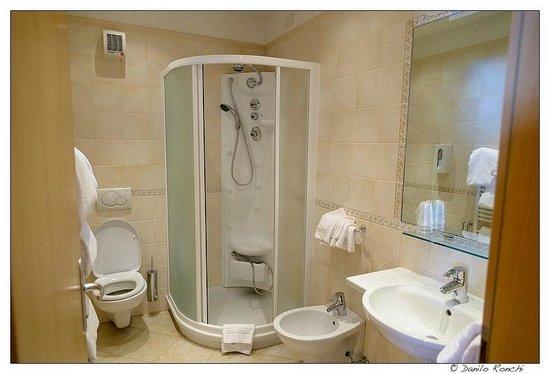 Hotel Rosa Alpina:                   il bellissimo, e nuovo, bagno