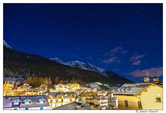 Hotel Rosa Alpina:                   la vista dalla nostra camera di sera