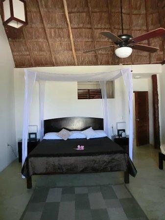 Hip Hotel Tulum: großes, sauberes Zimmer
