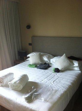 Hotel Select Suites & Spa:                   comodo letto matrimoniale della suite