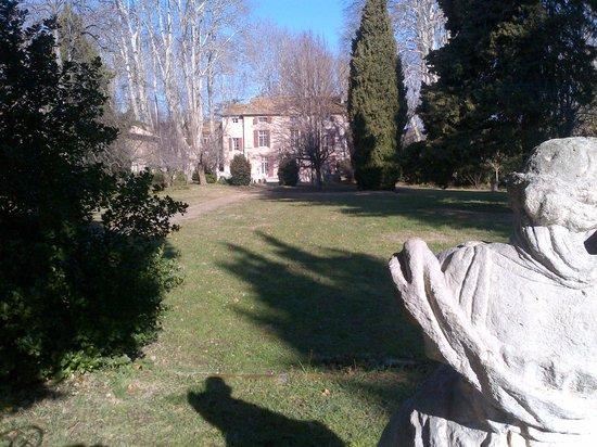 Chateau de Roussan:                   Vue du Parc
