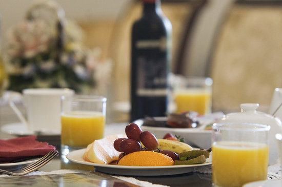 Ainslie Manor: Extensive continental breakfast is included in the tariff. A cooked breakfast can be added at a