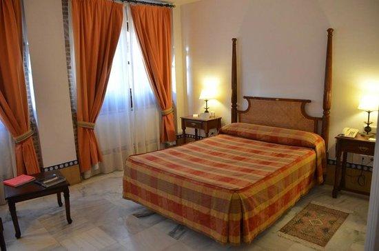 Alcazar de la Reina Hotel:                                     Vaste chambre