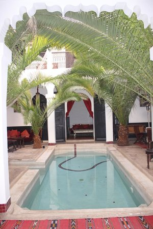 Riad Fabiola:                   het openluchtzwembadje in de patio van de riad