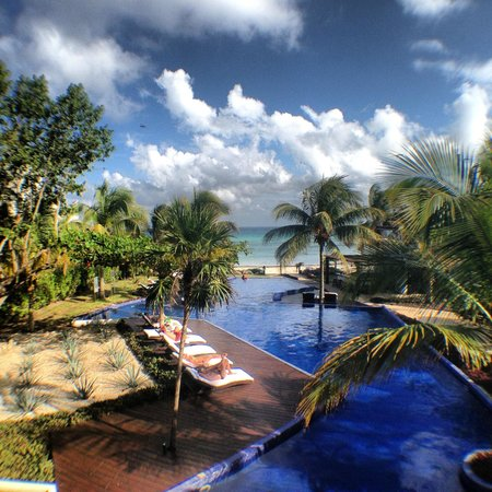 Le Reve Hotel & Spa:                                     View from breakfast area.
