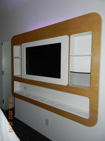 YOTEL New York at Times Square West:                   tv