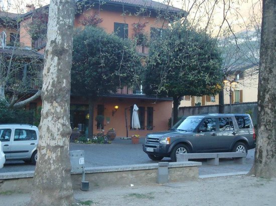 Hotel Don Abbondio: The hotel outside