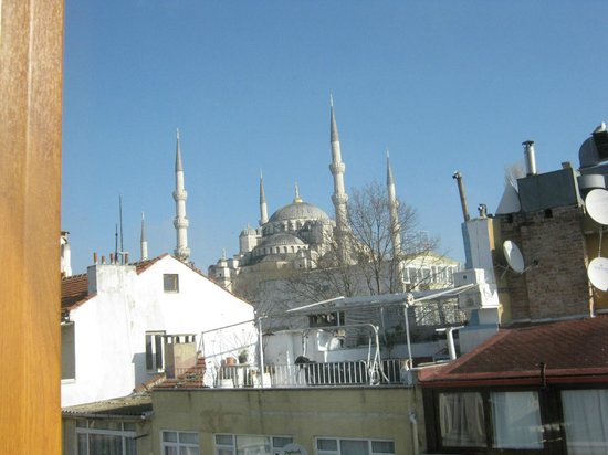 Emine Sultan Hotel & Suites:                   Blue Mosque from breakfast room