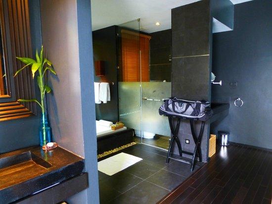 Ramada Khao Lak Resort:                   Blick vom Eingang ins Bad