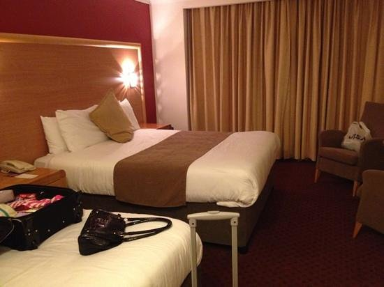 Sligo Park Hotel & Leisure Club:                   spacious room