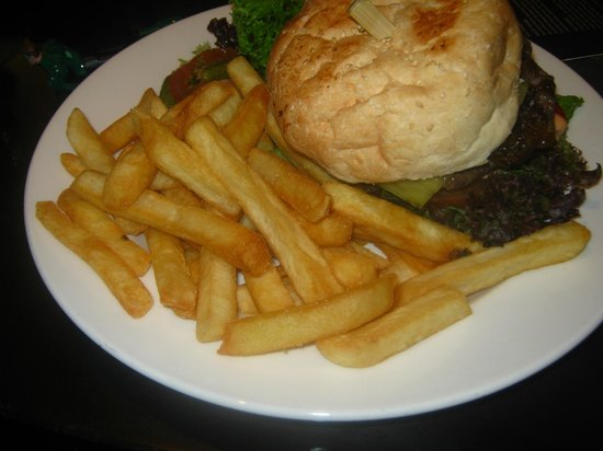 Sheraton on the Park, Sydney:                   4am Burger and Chips = bomb diggity